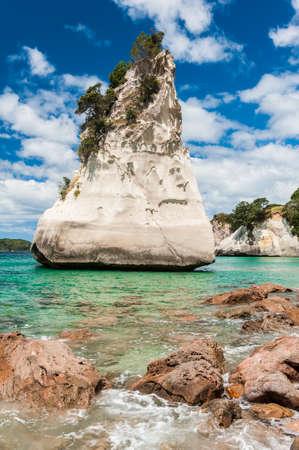 Te: Beautiful Te Hoho Rock at Cathedral Cove Marine Reserve, Coromandel Peninsula, New Zealand.