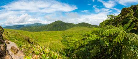 Vue du volcan de la Soufrière, la plus haute montagne en Guadeloupe, département français dans les Caraïbes