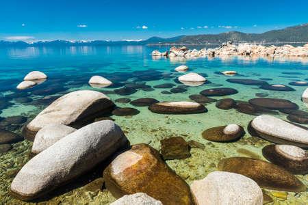 sierra nevada: Beautiful boulders and crystal clear water of the lake Tahoe. Hidden Beach, Lake Tahoe - Nevada, USA