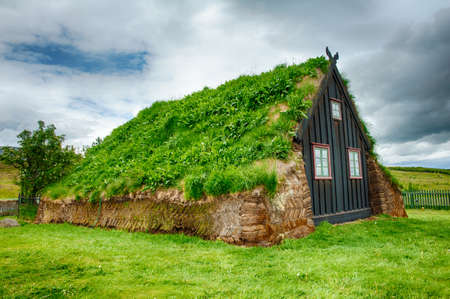 Traditional turf house in Glaumbaer, Iceland 新闻类图片