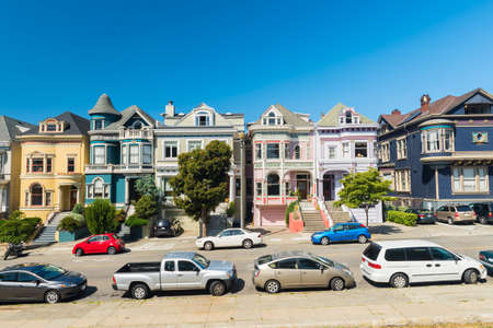 Painted Ladies houses seen from Alamo Square in San Francisco. California, USA 報道画像