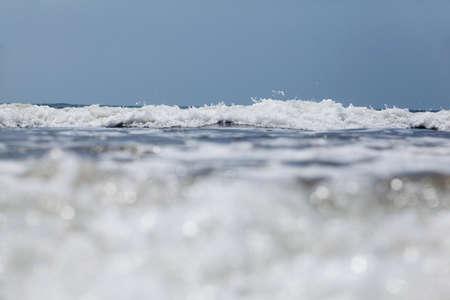 signe de la main: vagues océaniques