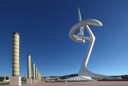 Tour de communication dans le parc de stade olympique de Barcelone