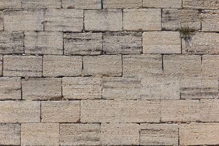 Vue de face d'un mur de briques en pierre ancienne