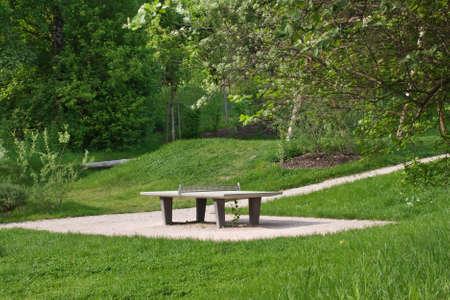 competitividad: Tenis de mesa en un parque p�blico