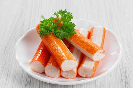 cangrejo: Palitos de cangrejo en un plato