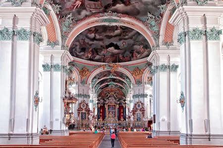st  gallen: ST. Gallen, Suiza - 11 de mayo: Catedral de St. Gallen Interior el 11 de mayo de 2012 en St. Gallen, Suiza. Hito suizo, que figuran en la Lista del Patrimonio Mundial de la Unesco.