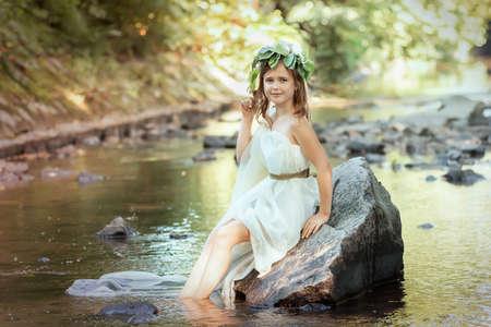 Porträt eines Mädchens im Bild einer Waldnymphe