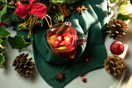 Hot punch, warm sweater and Christmas wreath Imagens