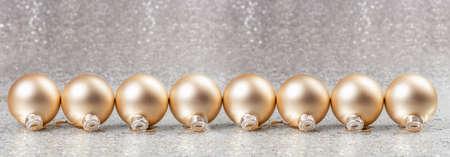 Christmas card with christmas balls and bokeh. Panoramic image Imagens
