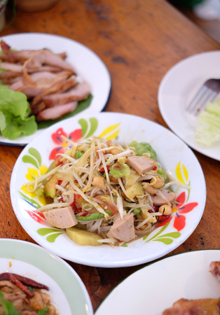 Thai papaya salad, Som Tum from Thailand Banque d'images - 123549334