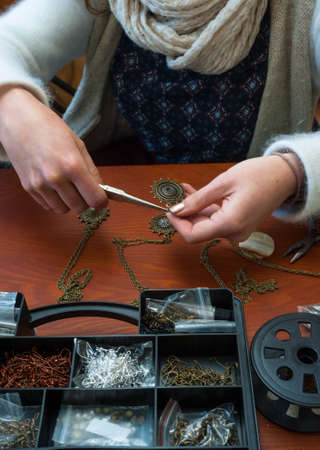 woman making craft jewellery Banco de Imagens