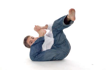 mani e piedi: un ragazzo � a rotazione sul terreno Archivio Fotografico