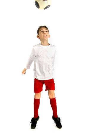 uniforme de futbol: un muchacho en el f�tbol uniforme jugando con un equipo de f�tbol  Foto de archivo