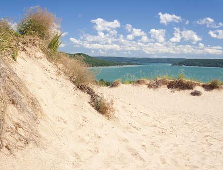 Una duna populares con vistas a Glen Lago a Sleeping Bear Dunes National Lakeshore.