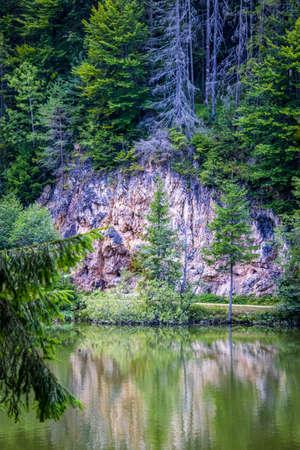 Red Lake (also known as Lake GhilcoÅŸ) is a natural dam lake in Harghita County, Romania Foto de archivo - 150108007
