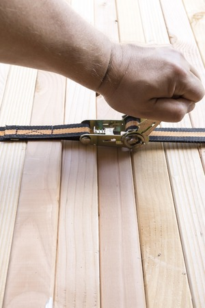 Load securing with ratchet tie-down strap