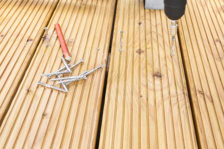 bouw een terrasvloer voor een paviljoen in de tuin