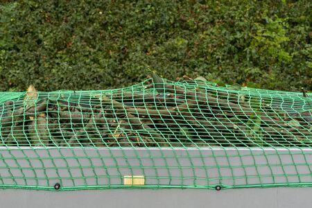 Car trailer with net for load securing Standard-Bild