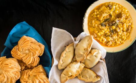 dishes of locro empanadas and sweet pastries, traditional Argentine foods that are frequently consumed for national holidays, such as the revolution of May 25 and independence on July 9 Stockfoto