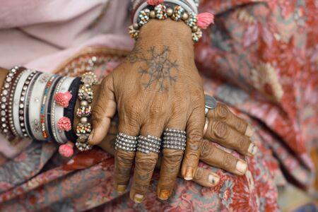 etnic: beautiful hands of Indian women