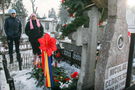 dictator: Bucharest, Romania, December 25, 2009: People are praying at the grave of Romanias late communist dictator Nicolae Ceausescu, during commemoration of his death. Year after year Romanias nostalgic Communists gather to mourn Ceausescu, who was executed on Editorial