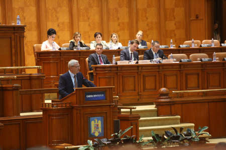 BUCHAREST, ROMANIA - June 21, 2017: Liviu Dragnea, President of Social Democrat Party speaks in front of Parliament during a no-confidence vote against Sorin Grindeanus Cabinet. 新聞圖片