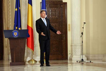 ブカレスト、ルーマニア - 2017 年 6 月 29 日: ルーマニア大統領クラウス Iohannis は宣誓式のミハイ Tudose キャビネット Cotroceni 宮殿、ルーマニアの首都 報道画像