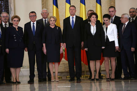 BUCHAREST, ROMANIA  - January 29, 2018: Romanian President Klaus Iohannis (C-R) poses for photos with Romania's new Prime Minister Viorica Dancila (C-L) and members of the new cabinet at the Cotroceni Palace. 新聞圖片