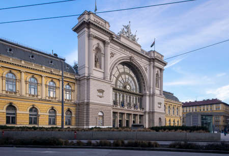 Budapest, Hungary - January 29, 2019: Keleti railway station in the city centre, angle view. 新聞圖片