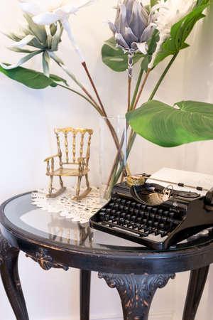Budapest, Hungary - June 7, 2018: Still life - old vintage Simplex typewriter on an antique hardwood table. 新聞圖片