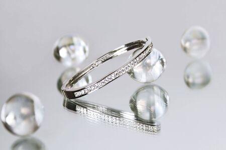 wśród: Diamond bransoletki wśród szklanych paciorków