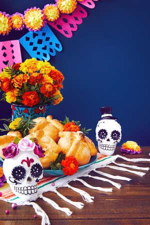 Day of the dead, Dia De Los Muertos Celebration Background With sugar Skull, calaverita, marigolds or cempasuchil flowers, bread of death or Pan de Muerto with Copy Space. Traditional Mexican culture Foto de archivo