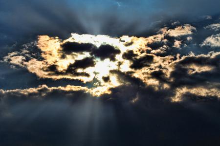 Stormy sky with a dramatic sunbeam Zdjęcie Seryjne