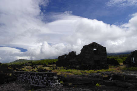 bazalt: Destroyed building on the Pico island, Azores, Portugal
