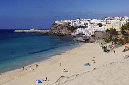 Winter  beach life  in Morro Jable, Fuerteventura, Spain Standard-Bild