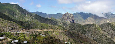 vallehermoso: La Gomera - Roque El Cano above the town of Vallehermoso. In the background the cloudy Cumbre de Chijere with Buenavista. Stock Photo