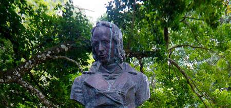 PORT LOUIS / MAURICE - 14 AOT 2018 : La statue de Bernardin de Saint-Pierre debout dans le jardin botanique Sir Seewoosagur Ramgoolam. Bernardin de Saint-Pierre était écrivain et botaniste connu pour son roman de 1788 Paul et Virginie
