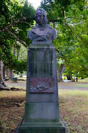 PORT LOUIS / MAURICE - 14 AOT 2018 : La statue de Bernardin de Saint-Pierre debout dans le jardin botanique Sir Seewoosagur Ramgoolam. Bernardin de Saint-Pierre était écrivain et botaniste connu pour son roman de 1788 Paul et Virginie Éditoriale