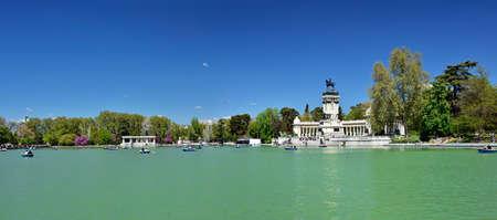 MADRID / SPAIN - APRIL 12, 2019 - Monument to Alfonso XII in The Jardines del Buen Retiro (Parque del Buen Retiro), the main park of the city of Madrid, capital of Spain. Standard-Bild - 137014167
