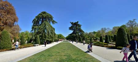 MADRID / SPAIN - APRIL 12, 2019 - The Jardines del Buen Retiro (Parque del Buen Retiro) is the main park of the city of Madrid, capital of Spain. Standard-Bild - 137014171