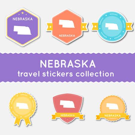 네브라스카 상태지도 및 이름, 평면 소재 스타일 배지 벡터 일러스트와 함께 여행 스티커의 큰 집합입니다.