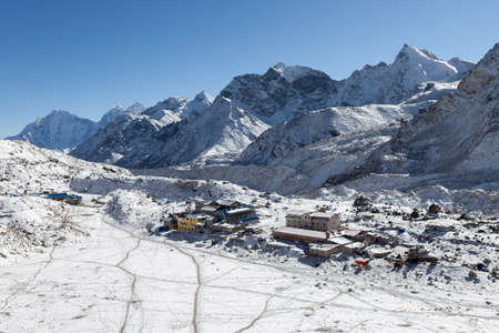 View over the Gorak Shep village from Kala Patthar near the Everest Base Camp, Himalayas, Nepal. Awesome photo. 版權商用圖片