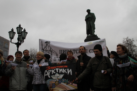 Russian ecologists on political action support Arctic sunrise