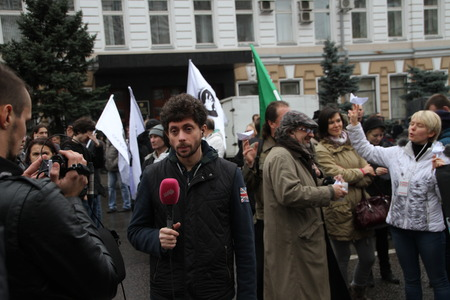 correspondent: Moscow, Russia - 27 October 2013. The March of the Russian opposition in support of political prisoners. Dozhd Channel correspondent Timur Olevskii works on political action Editorial