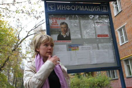 campaigning: The opposition candidate for mayor of Khimki Evgeniya Chirikova near the information booth with campaigning on election day for the candidate of the Kremlin Oleg Shakhov Editorial