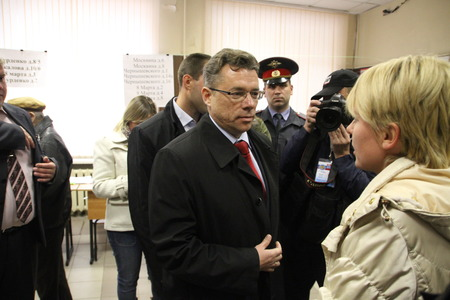 ruling: Candidate for mayor of Khimki from the Pro-Kremlin ruling party Oleg Shakhov and his rival opposition leader Yevgeniya Chirikova met at the polling station on the voting day