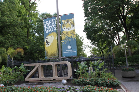 Washington DC, USA - may 15, 2012. The entrance to the Smithsonian national Zoological Park 報道画像