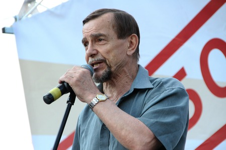 oppositional: Moscow, Russia - July 26, 2012. The human rights activist Lev Ponomarev on oppositional meeting. The first meeting in protection of the prisoners arrested for protest events on Bolotnaya Square on May 6, 2012 in Moscow