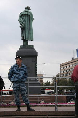 Unidentified police officer and the monument to Pushkin